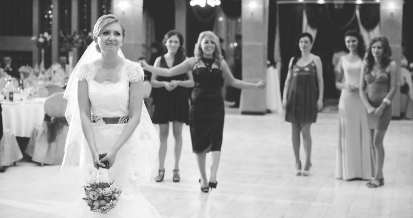 aruncatul-buchetului-fotografii-de-nunta